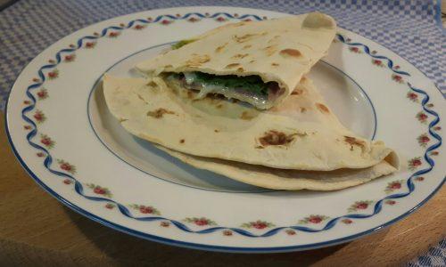 VideoRicetta: Piadina Romagnola, prosciutto crudo, insalata e sottiletta