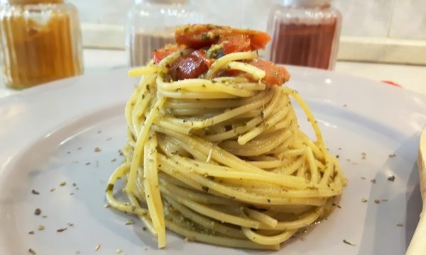 Spaghetti pomodorini e pesto
