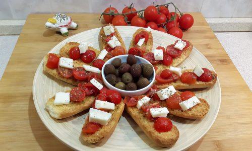 Crostini con pomodorini e Pecorino Toscano
