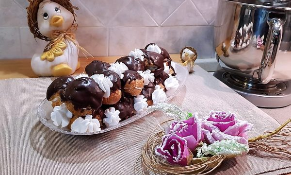 VideoRicetta Profiteroles all'Amarena e Cioccolato