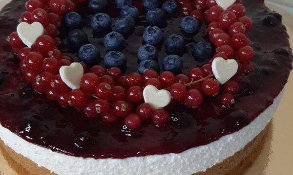 Cheescake ai frutti di bosco con cuoricini di San Valentino❤❤❤❤❤