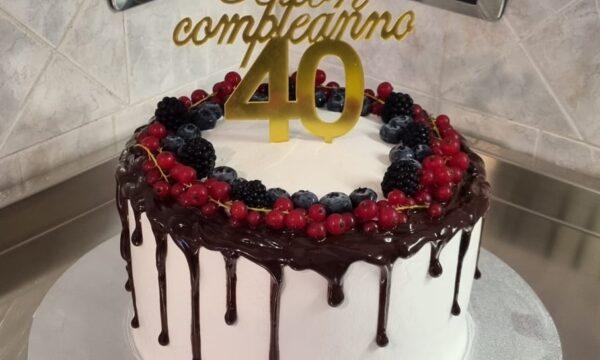 Drip Cake Frutti di Bosco Senza Glutine